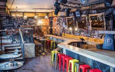 Банкетный зал бара, ночного клуба, ресторана Fabrika (Фабрика) на Рождественской улице фото 1