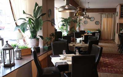Банкетный зал бара, кафе, ресторана Миндаль (бывш. Охотничья изба) на Лермонтовском проспекте