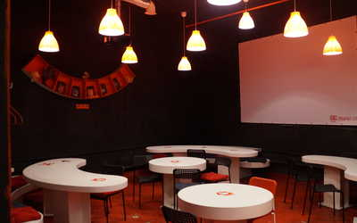 Банкетный зал кафе Лабиринт 217 на улице Профсоюзной