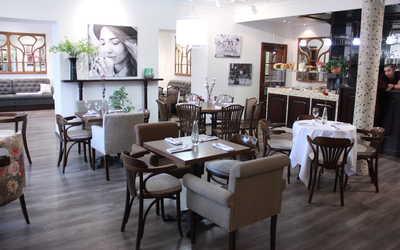 Банкетный зал кафе, ресторана Здесь & Сейчас на Ленинградском проспекте