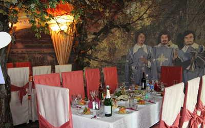 Банкетный зал кафе, ресторана Три Мушкетёра на улице Начдива Онуфриева