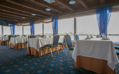 Банкетный зал ресторана Круиз на улице Кировской дамба