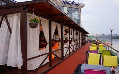 Банкетный зал ресторана Юность на набережной улице