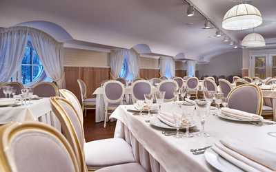 Банкетный зал ресторана Соленья-Варенья (бывш. XIX век) на Средней улице