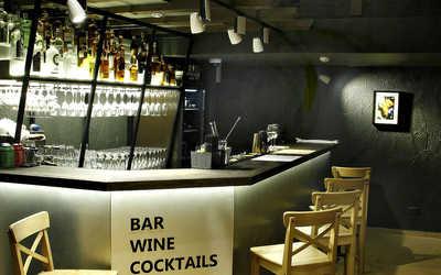 Банкетный зал бара, ресторана МОНОПОЛЬ WINE MARKET & BAR на Московском проспекте