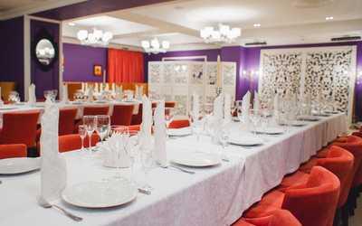 Банкетный зал кафе, ресторана Версаль на улице Широтной