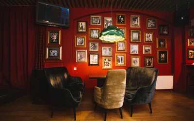 Банкетный зал гастропаба Lucky XxxX (Лаки XxxX) на Долгоозёрной улице