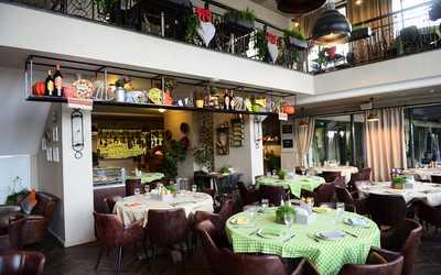 Банкетный зал ресторана Ла Фамилия (La Famiglia) на Федосеевской фото 3